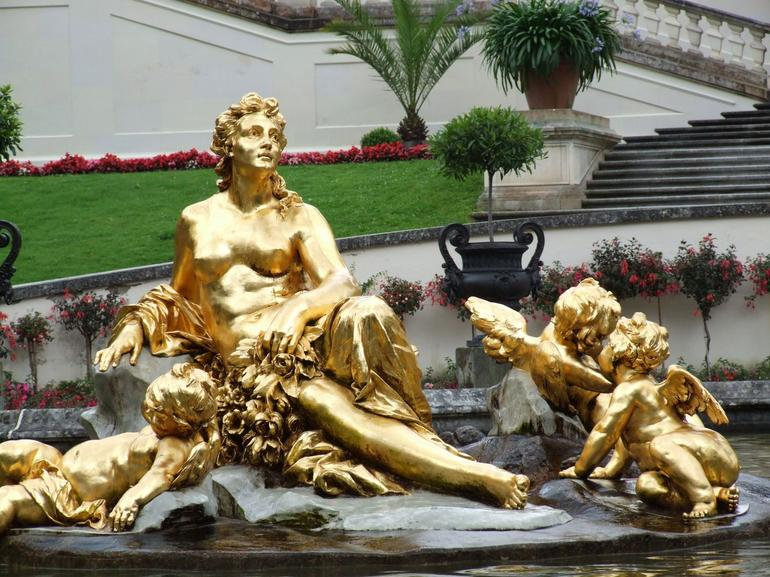 Fountain-Linderhof - Munich