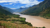 Stops Along the Yangtze River