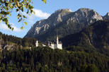 Private Day Tour to Neuschwanstein Castle, Linderhof Castle and Oberammergau from Munich Including Return-Trip by Train