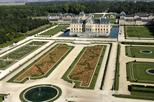 Chateaux de Fontainebleau and Vaux le Vicomte Day Trip from Paris