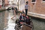 Fall in Love in Venice: Romantic Gondola and Typical Venetian Savors