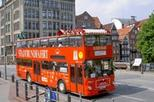 Hop-on-Hop-off-Tour im roten Doppeldeckerbus durch Hamburg