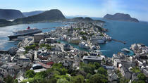 Alesund Shore Excursion: City Sightseeing Hop-On Hop-Off Tour, Norway
