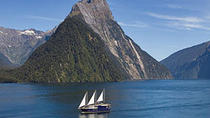 Crucero de una noche a bordo del Milford Mariner por Milford Sound desde Queenstown, Queenstown