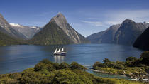 Te Anau Super Saver: Milford Sound Nature Cruise plus Te Anau Glowworm Cave Tour, Queenstown, Day ...