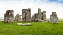 Stonehenge, Windsor Castle, Bath, and Medieval Village of Lacock Including Traditional Pub Lunch,...