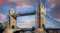 Hop-On-Hop-Off-Bootsfahrt auf der Themse, London, Hop-on Hop-off Tours