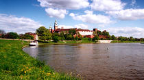 Krakow City Package: Wawel Castle Guided Tour with Vistula River Cruise, Krakow
