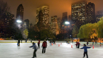 Patinaje sobre hielo en Central Park en Trump Rink, New York City, Ski & Snow