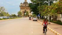 Vientiane by Bike: Mekong River, Patuxai and Pha That Luang, ,