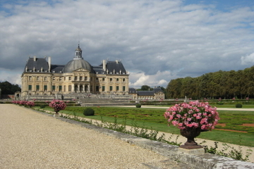 Fontainebleau and Vaux le Vicomte Small-Group Day Trip from Paris