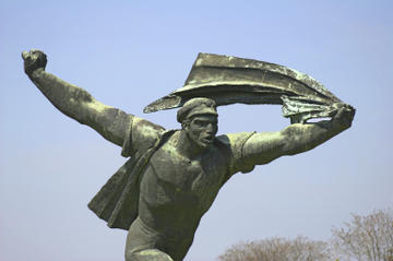 Private Walking Tour: Budapest Communist History Including Memento Park