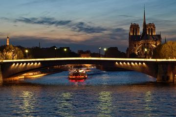 Private Tour: Romantic Seine River Cruise, Dinner and Illuminations Tour