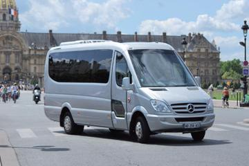 Paris to Versailles Round-Trip Shuttle Transfer by Luxury Minibus
