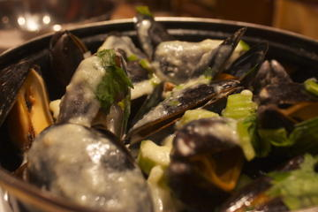 Brussels Night Walking Tour: Gourmet Belgian Food