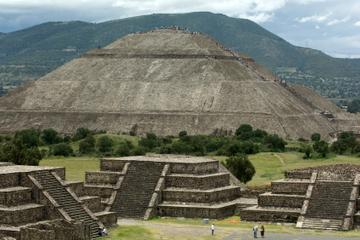 Experience Mexico City: Teotihuacan Pyramids by Metro and Dinner with a Local Family