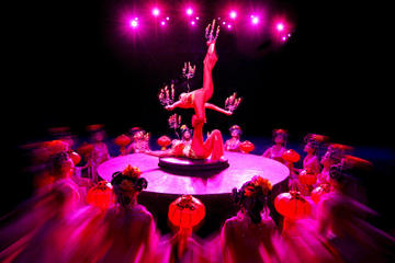 Hangzhou Night Tour: Dinner and 'Romance of the Song Dynasty' Show