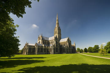 Small-Group Day Trip to Salisbury, Stonehenge and Avebury from London