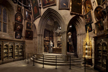 Warner Bros. Studio Tour London – The Making of Harry Potter and Oxford Day Trip from London