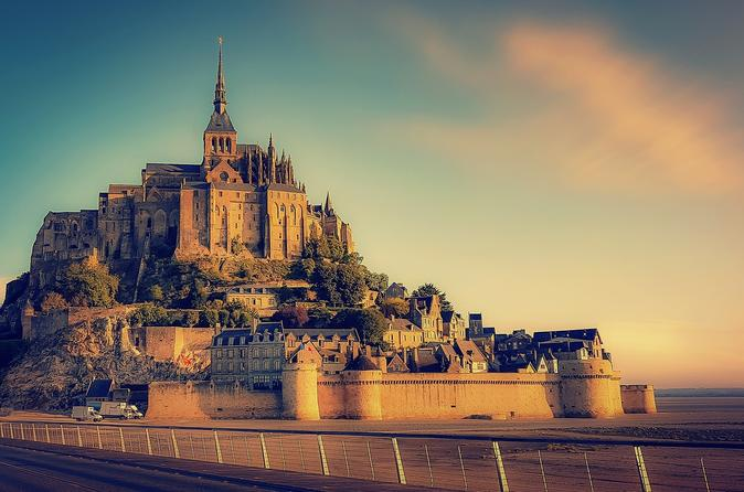 Private Transfer from Rennes to Mont-Saint-Michel for Up to 7 People