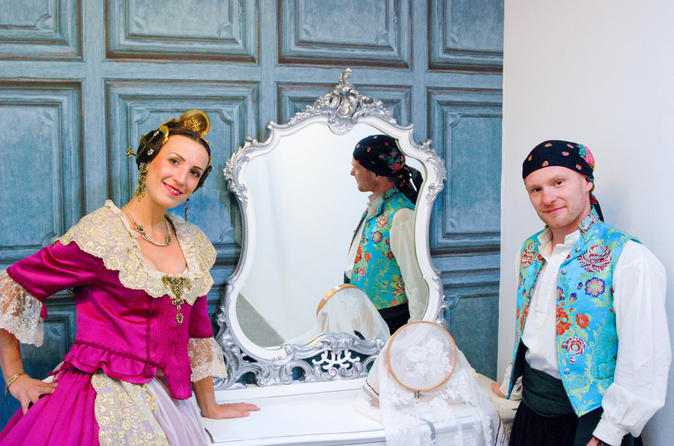 Fallera for a day - Learn more about Valencian culture - Inside photo session