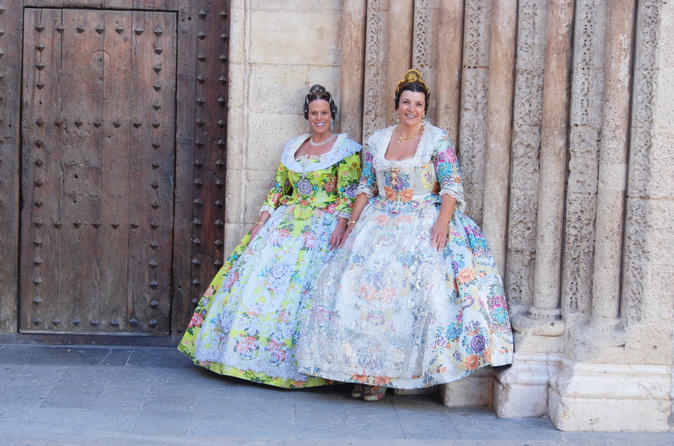 Fallera for a day - Learn more about Valencian culture (OUTSIDE PHOTO SESSION)