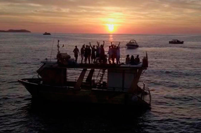 Utopia Private boat hire for big groups between 10-50 with Free Drinks, 3 hours