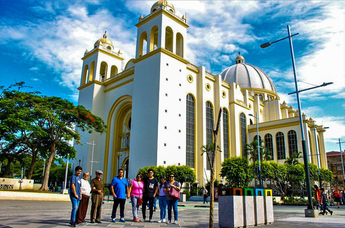 Layover tour San Salvador city and Volcano tour El Boqueron National Park