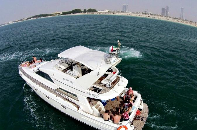 Private tour dubai coast luxury yacht cruise la vacanza for Luxury travel in dubai