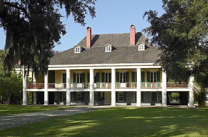 Destrehan Plantation and 16 Passenger Airboat Tour Combo from New Orleans