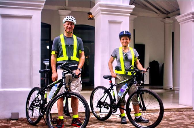 Private Cycling Tour:  Discover Colombo by Cycle in the Morning