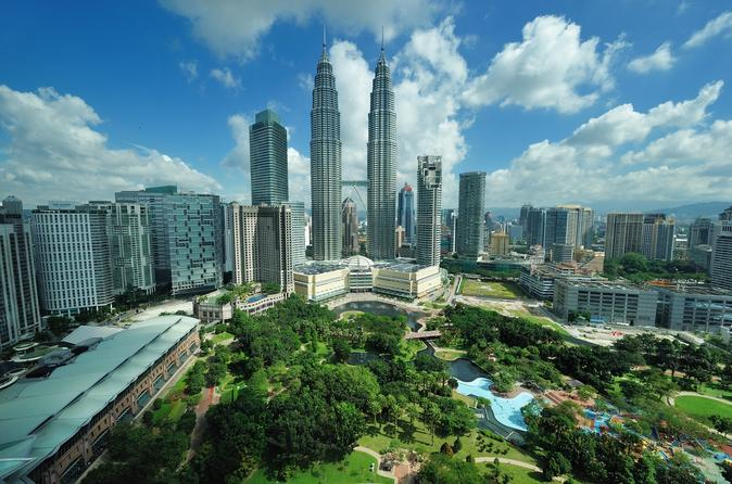 Private Tour: Kuala Lumpur with Petronas Twin Towers Observation Deck and Batu Caves