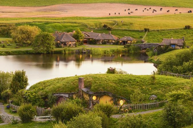 5-Day Bay of Islands, Rotorua, Waitomo Caves and Hobbiton Movie Set Tour from Auckland