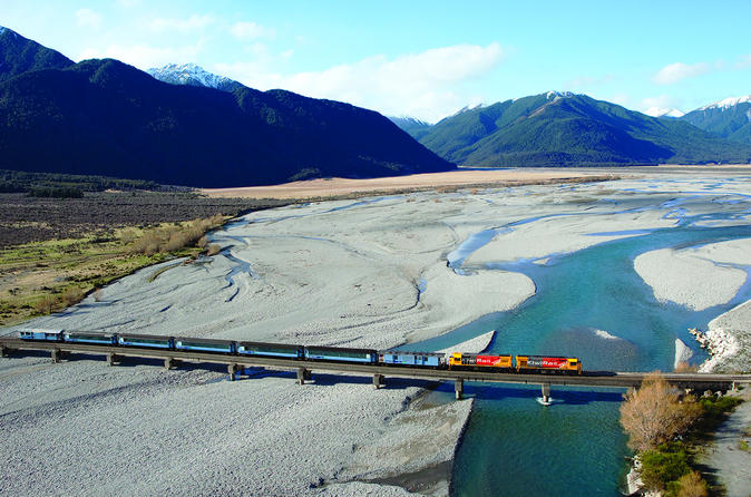 6-Day South Island Tour from Christchurch Including Milford Sound, Queenstown and Fox Glacier or Franz Josef Glacier