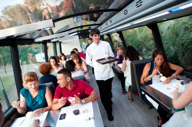 Barcelona Gourmet Dinner on a Deluxe Glass-Roof Bus
