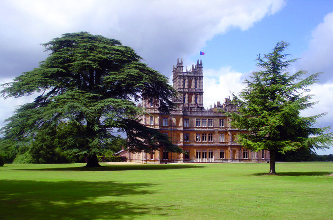 Downton-abbey-experience-with-champagne-reception-at-highclere-castle-in-london-161322