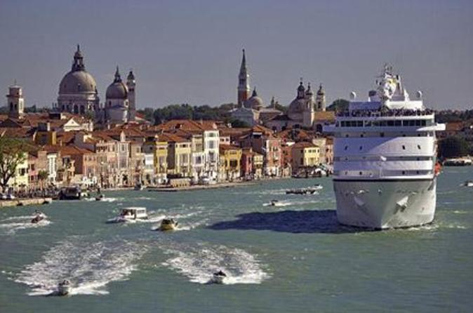 Venice-private-arrival-transfer-by-water-taxi-cruise-port-to-central-in-venice-45188
