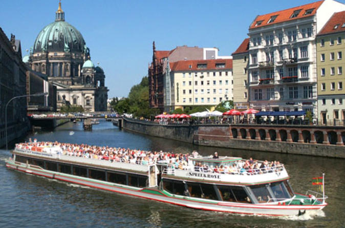Charlottenburg-palace-dinner-and-concert-with-river-spree-sightseeing-in-berlin-109035