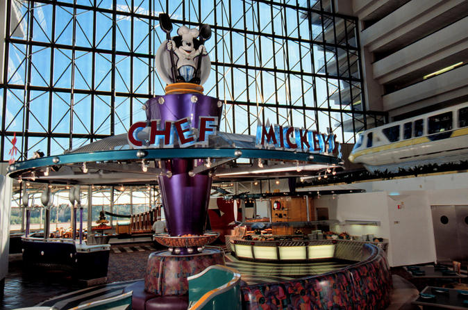 Disney-character-dinner-at-chef-mickey-s-restaurant-in-orlando-125145