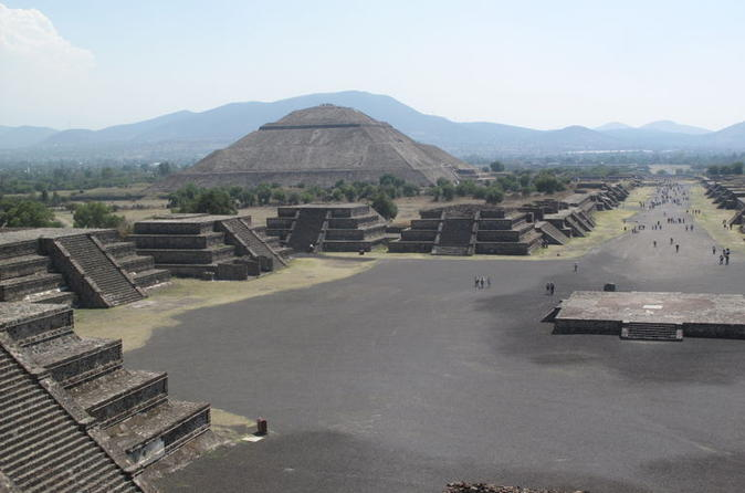 Teotihuacan-pyramids-and-shrine-of-guadalupe-in-mexico-city-136447