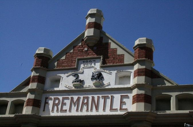 Small-group-history-of-fremantle-walking-tour-in-perth-107006