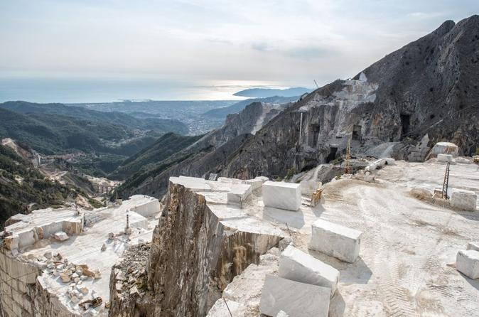 CARRARA MARBLE: discover the history of the famous white gold