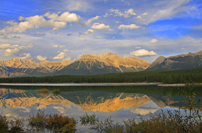 Private Departure Transfer: Canmore or Kananaskis Country to Calgary International Airport