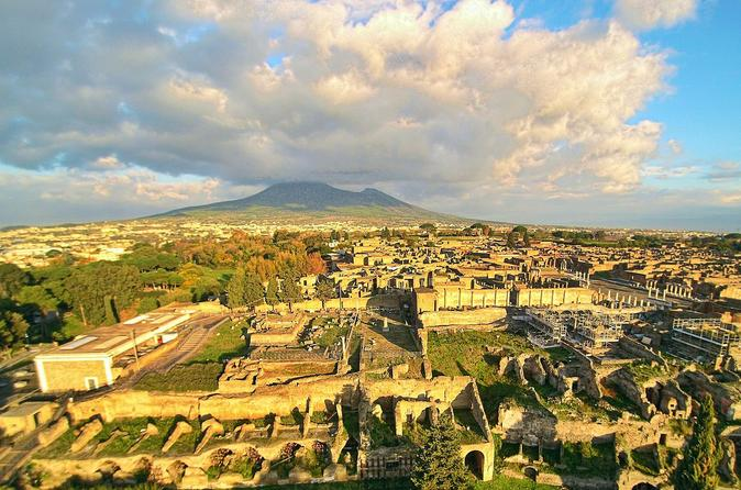 Private Guided Pompeii Ruins and Sorrento Tour with a Farmhouse Lunch