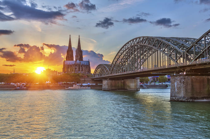 Cologne Hop-On Hop-Off Bus Tour and Rhine River Sightseeing Cruise