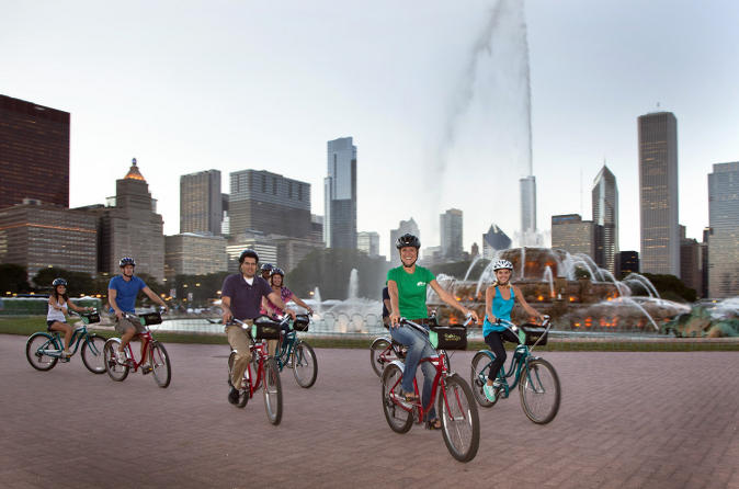 City-lights-at-night-bicycle-tour-in-chicago-47913