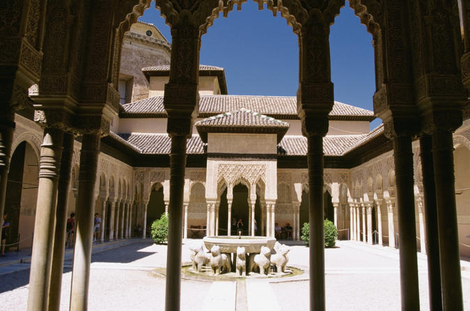 Alhambra and Generalife Gardens Skip-the-Line Half-Day Tour