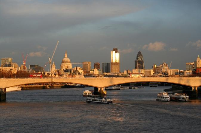 Tower-of-london-and-thames-river-sightseeing-cruise-in-london-118190