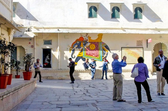 Private walking tour of havelis narrow lanes and temples in Udaipur