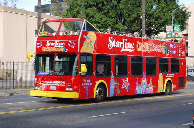 Los Angeles Combo: Hop-On Hop-Off Bus Tour and Self-Guided Beverly Hills Bike Tour